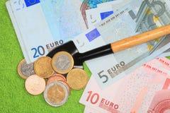 Pá e dinheiro Imagens de Stock Royalty Free