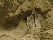 Pá na areia Foto de Stock