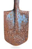Pá oxidada velha da haste no fundo branco Imagem de Stock