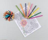 Página adulta da coloração e lápis coloridos brilhantes Imagens de Stock Royalty Free