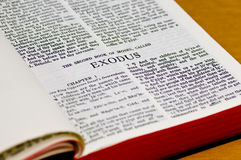 Página da Bíblia - êxodo Foto de Stock