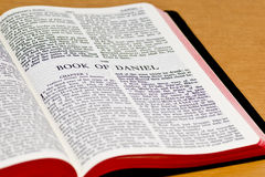 Página da Bíblia - Daniel Fotografia de Stock Royalty Free