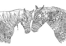A página da coloração no zentangle inspirou o estilo Vector o mustang desenhado à mão dos cavalos da ilustração, isolado no fundo ilustração royalty free