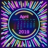 2019 Página de April Calendar en el cartel de neón del estilo del efecto para el diseño de la tipografía del concepto, color plan Imagenes de archivo