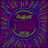 2019 Página de August Calendar en el cartel del estilo de Memphis para el diseño de la tipografía del concepto, color plano Comie Foto de archivo