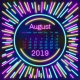 2019 Página de August Calendar en el cartel de neón del estilo del efecto para el diseño de la tipografía del concepto, color pla ilustración del vector