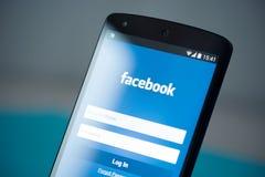 Página de inicio de sesión de Facebook en el nexo 5 de Google Fotos de archivo libres de regalías
