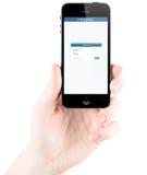 Página de inicio de sesión de Instagram en la pantalla del iPhone 5s de Apple Foto de archivo libre de regalías