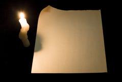 Página de papel com onda e vela fotografia de stock