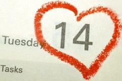 Página del cuaderno del calendario con un punto culminante escrito mano roja o del corazón Fotos de archivo libres de regalías
