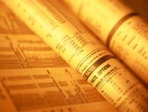 Página financeira que mostra as partes e as taxas de juro conservadas em estoque fotografia de stock