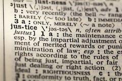 Página imparcial del diccionario de la verdad de la justicia imagenes de archivo