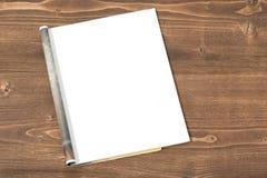 Página vazia do compartimento no fundo de madeira fotografia de stock
