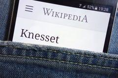 Página web de Wikipedia con el lema del Knesset exhibido en smartphone imagen de archivo libre de regalías