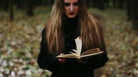Páginas ardientes de la muchacha gótica del libro metrajes