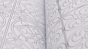 Páginas com ilustração geométrica