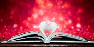 Páginas dadas forma coração imagens de stock royalty free