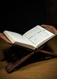 Páginas del testamento santo del primer del koran Imágenes de archivo libres de regalías