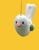Pájaro de cerámica lindo aislado Fotografía de archivo libre de regalías