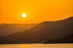 Pájaro de la montaña de la puesta del sol Fotografía de archivo libre de regalías