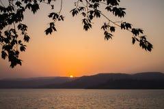 Pájaro de la montaña de la puesta del sol Foto de archivo libre de regalías