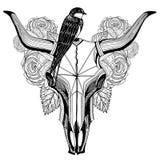 Pájaro en un tatuaje del cráneo del toro Foto de archivo libre de regalías