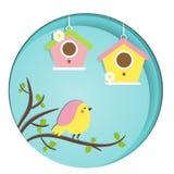 Pájaro lindo que se sienta en rama de árbol birdhouses La bandera del vector en el corte del papel, papel talla, estilo del arte  Foto de archivo