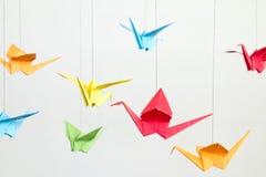 Pájaros coloridos de Origami fotos de archivo