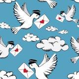 Pájaros con las letras de amor en el cielo con las nubes Modelo inconsútil Fotografía de archivo