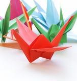 Pájaros de papel coloridos de la papiroflexia Imagen de archivo libre de regalías