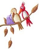 Pájaros divertidos que se sientan en una ramificación Imagen de archivo libre de regalías