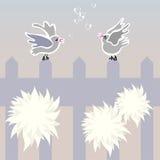 Pájaros en la cerca. Imágenes de archivo libres de regalías