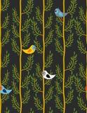 Pájaros en modelo inconsútil de los árboles Fondo del vector de los wi del bosque Fotos de archivo libres de regalías