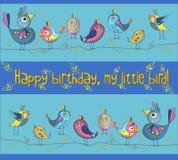 Pájaros lindos y divertidos en un fondo azul Tarjeta de felicitación Ilustración del vector Imagen de archivo libre de regalías