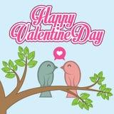 Pájaros planos de Valentine Day Vector Card With en amor en rama de árbol Fotografía de archivo libre de regalías