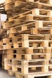 Pálete de madeira conservada em estoque Imagens de Stock Royalty Free