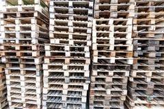 Pálete de madeira no estoque Fotos de Stock Royalty Free