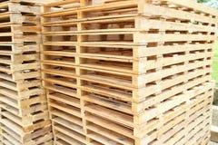Pálete de madeira para a matéria prima Fotografia de Stock