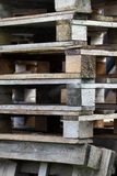Páletes de madeira empilhadas Imagem de Stock