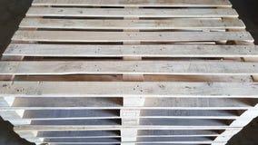 Páletes de madeira no armazém Fotografia de Stock Royalty Free