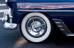Pára-choque e pneu do carro do vintage Fotos de Stock