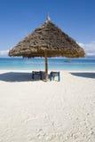 Pára-sol na praia em zanzibar Imagens de Stock
