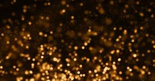 Párticulas de polvo del brillo de la chispa de la pendiente del oro de la Navidad del top en fondo negro con el movimiento el flu almacen de metraje de vídeo