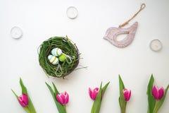 Páscoa ajustada com pássaro de madeira 4 Imagens de Stock Royalty Free