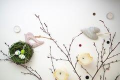 Páscoa ajustada com pássaro de madeira 11 Fotografia de Stock Royalty Free