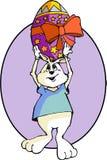 Páscoa Bunny Holding acima de um ovo da páscoa Fotografia de Stock Royalty Free