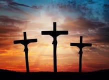 Páscoa, céu dramático transversal de Jesus Christ, iluminando-se fotografia de stock