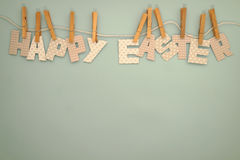 Páscoa feliz - linha de roupa 1 das letras Imagem de Stock Royalty Free