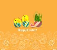 Páscoa feliz para cartazes e insetos do projeto no teste padrão amarelo do fundo de ovos decorativos Imagens de Stock Royalty Free