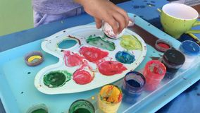Páscoa Ovos da pintura com bebê filme